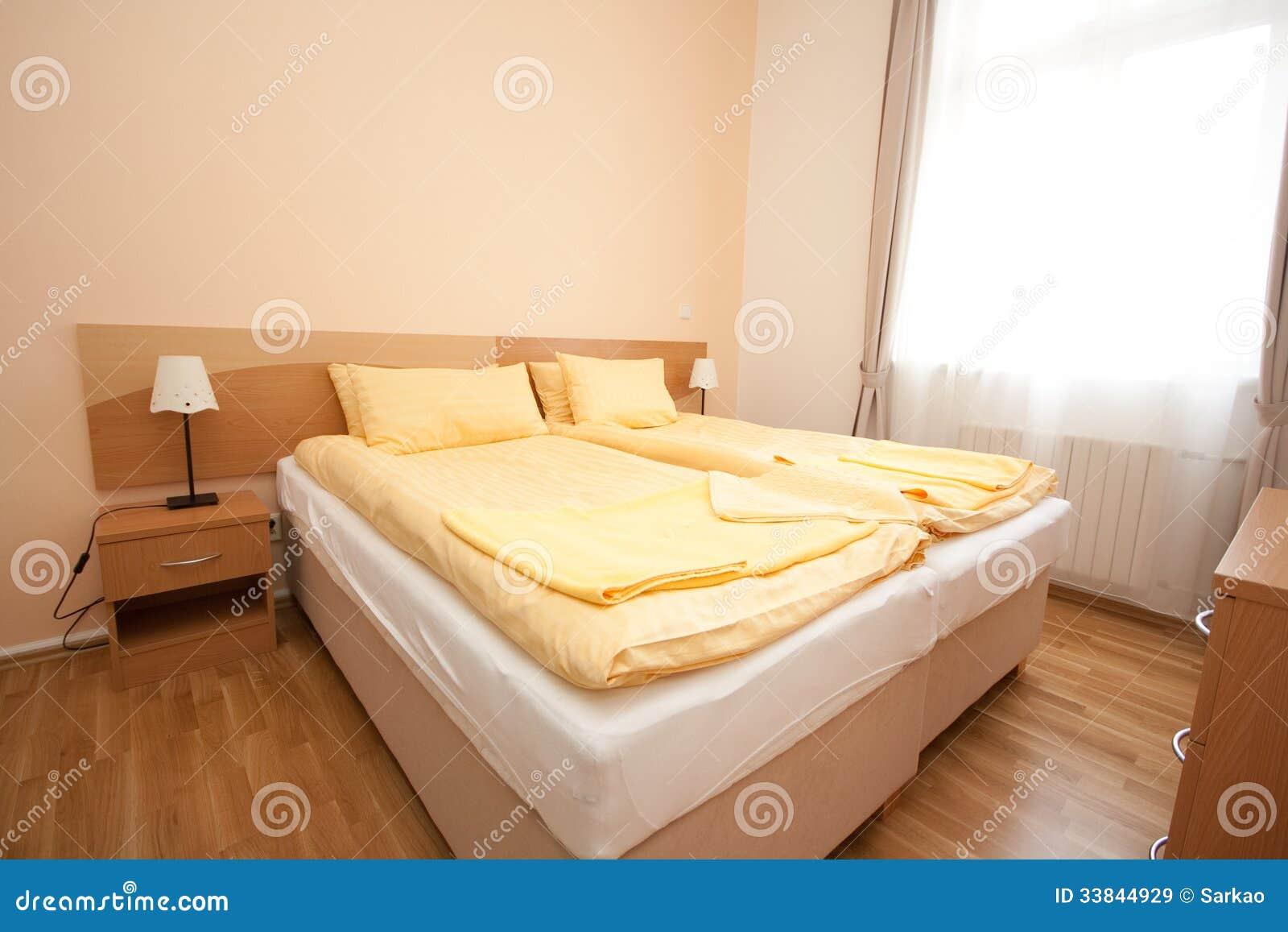 Fußboden Schlafzimmer ~ Einfaches schlafzimmer stockbild. bild von fenster fußboden 33844929