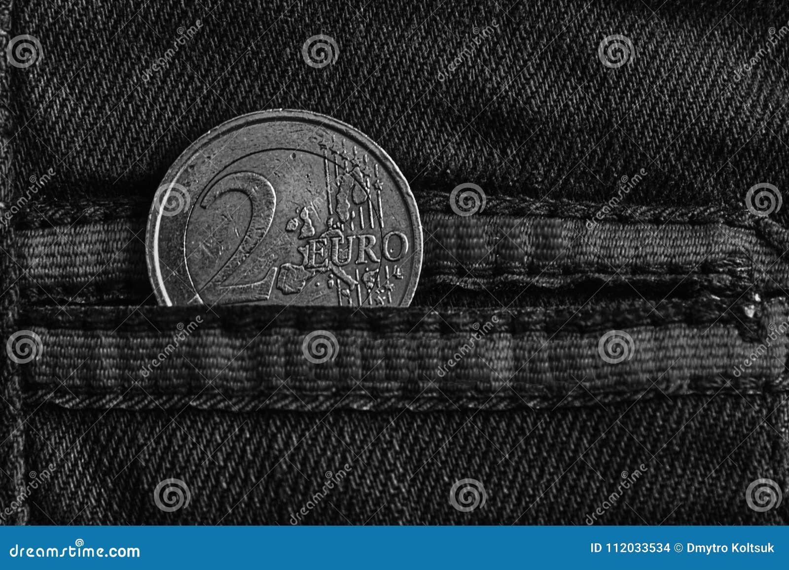 Einfarbige Euromünze Mit Einer Bezeichnung Von Euro 2 In Der Tasche