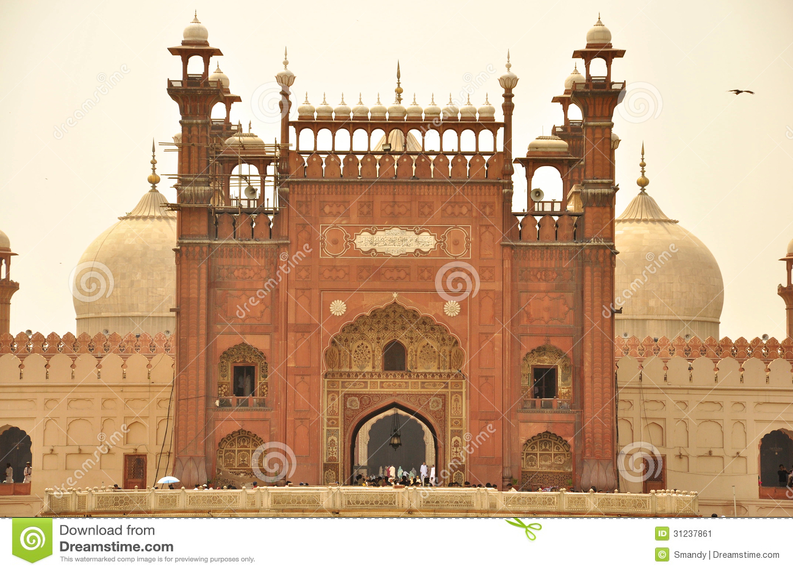 Eingang von Badshahi-Moschee an der Dämmerung, Lahore, Pakistan