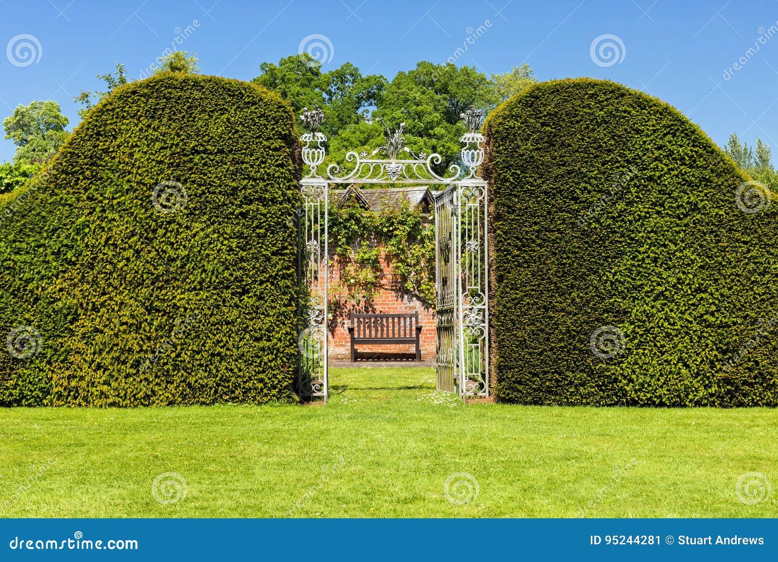 Eingang zu Hampton Court Castle-` s ummauerte Garten, Herefordshire, England