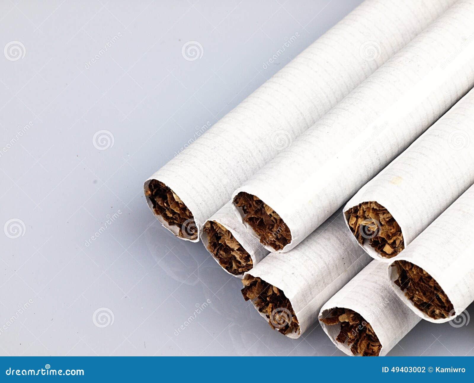 Download Einige Zigaretten Auf Einem Weißen Hintergrund Stockfoto - Bild von nikotin, finanzierung: 49403002