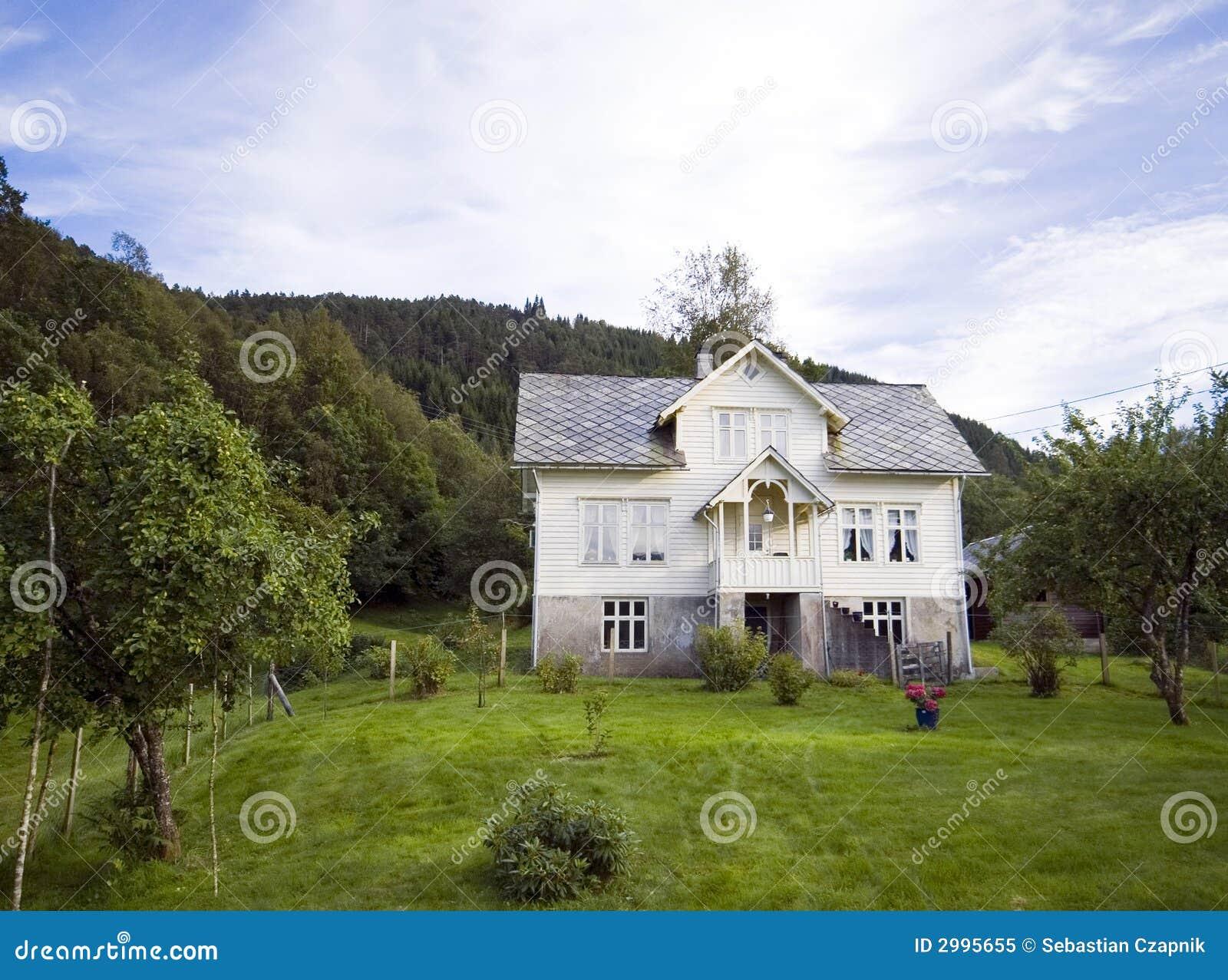 Einsames haus auf h gel norwegen for Norwegen haus