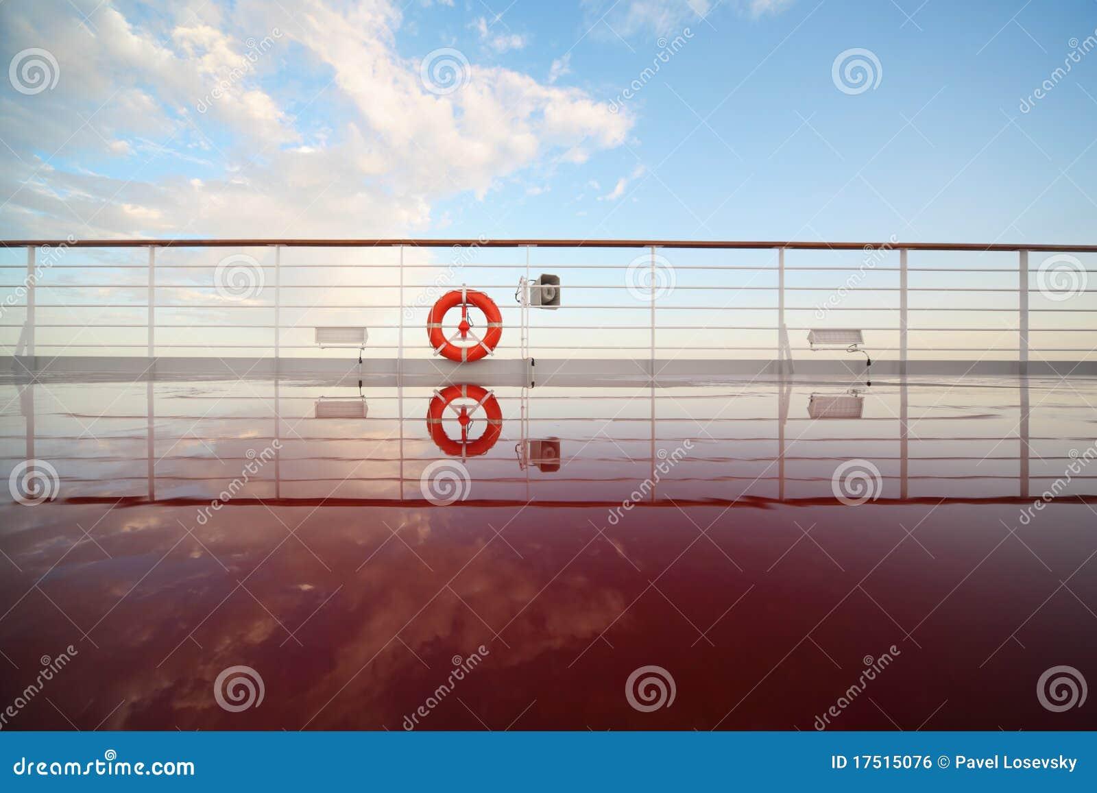 Einsparungboje in der Plattform des Kreuzschiffs.