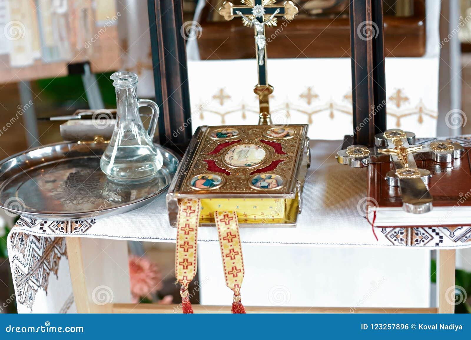 Einzelteile der Taufe in der Kirche, Katholizismus, das Konzept des Christentums