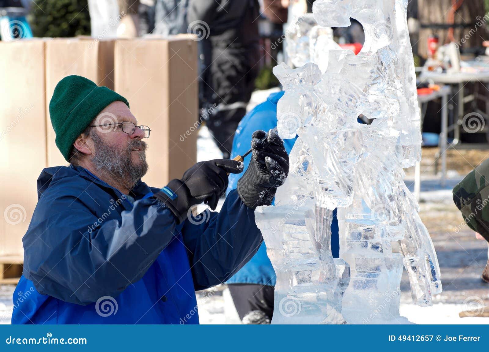 Download Eis-Bildhauer Am Winter-Karneval Redaktionelles Stockfotografie - Bild von winter, person: 49412657