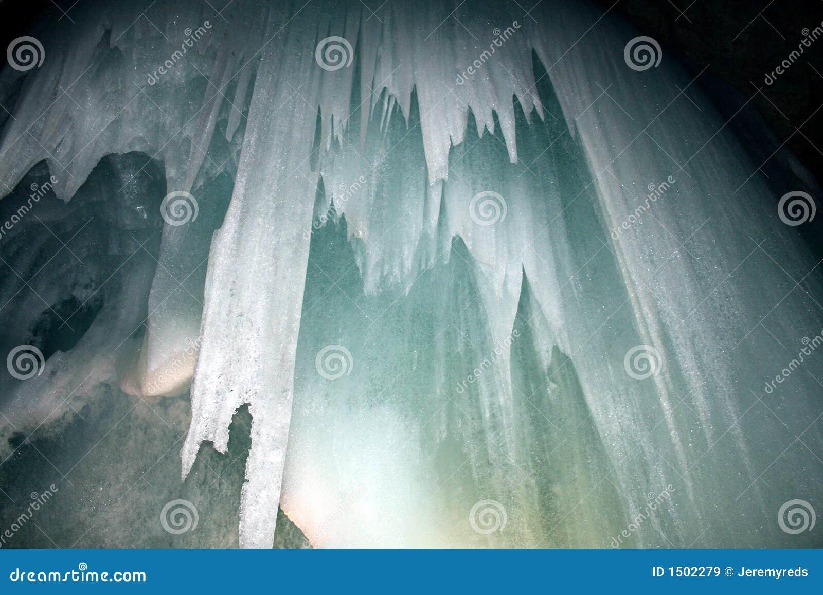 Eis-Höhlen