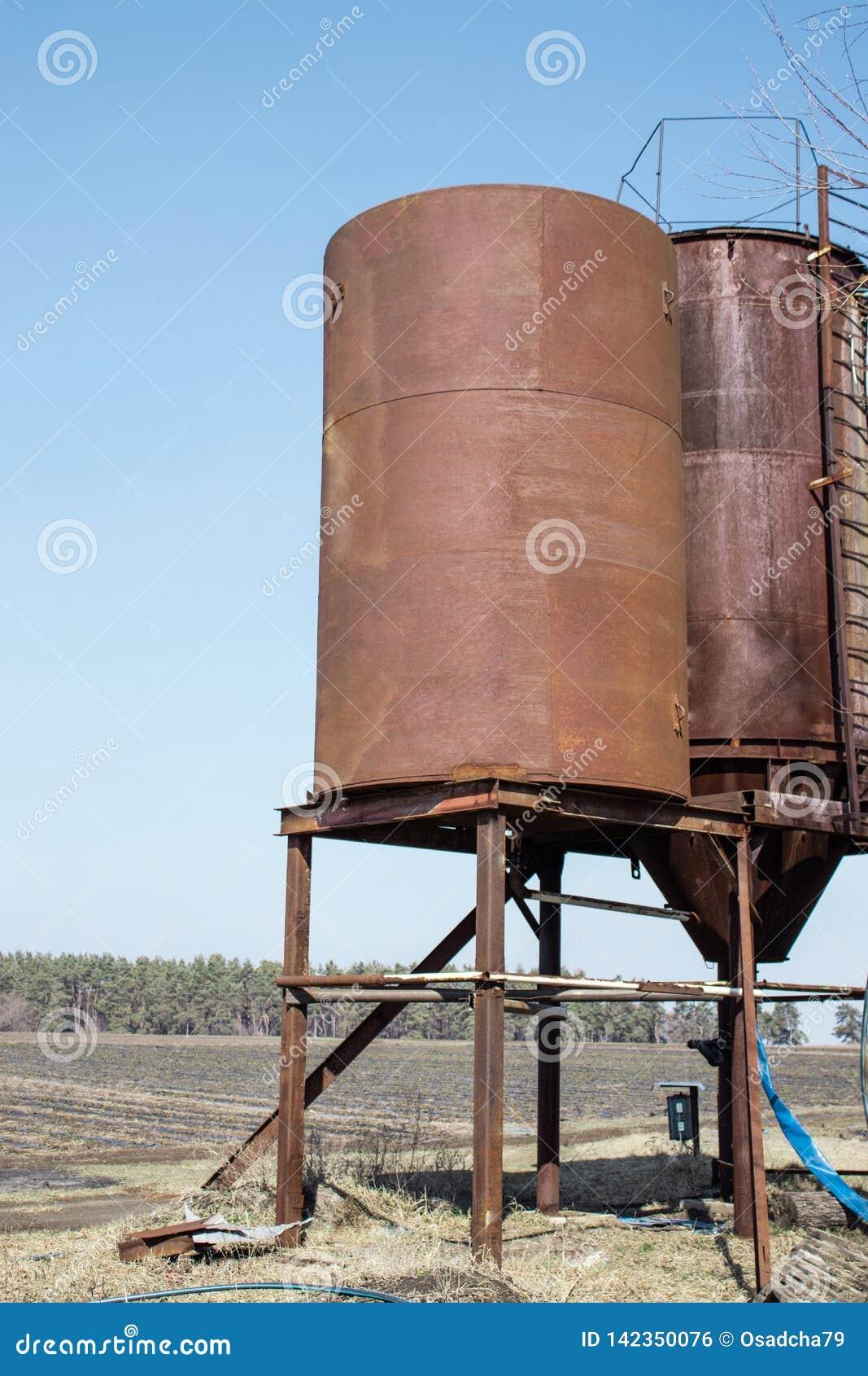 Eisentürme für Wasser draußen speichern