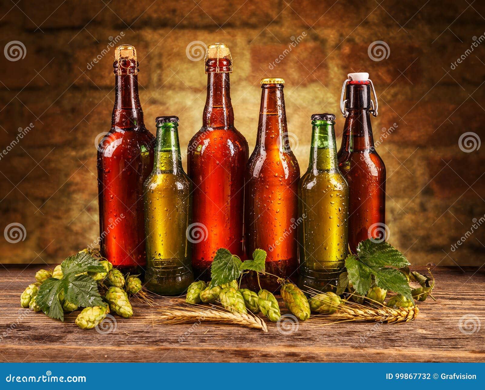 Eisige Flaschen Bier