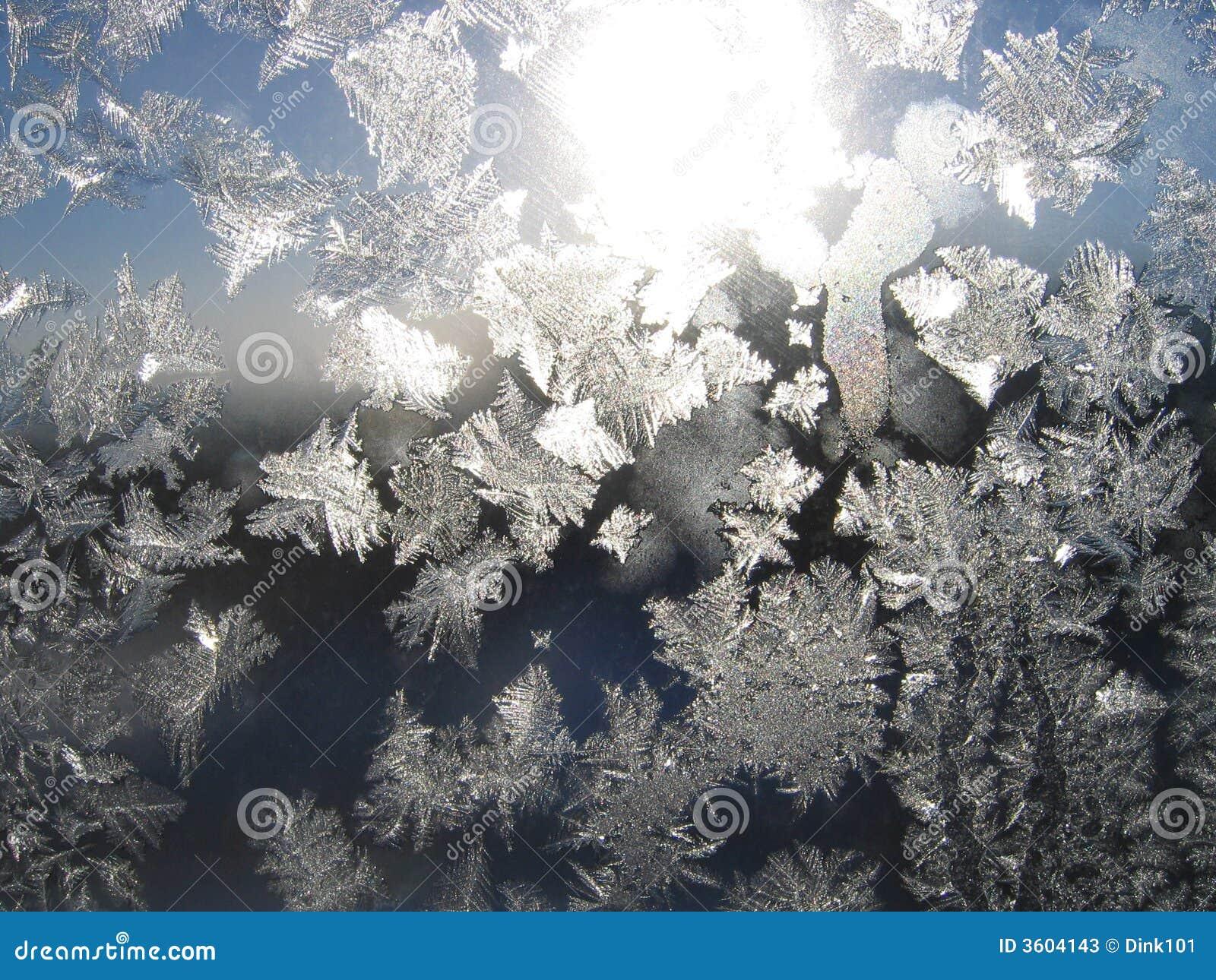 Eisiges natürliches Muster auf Glas
