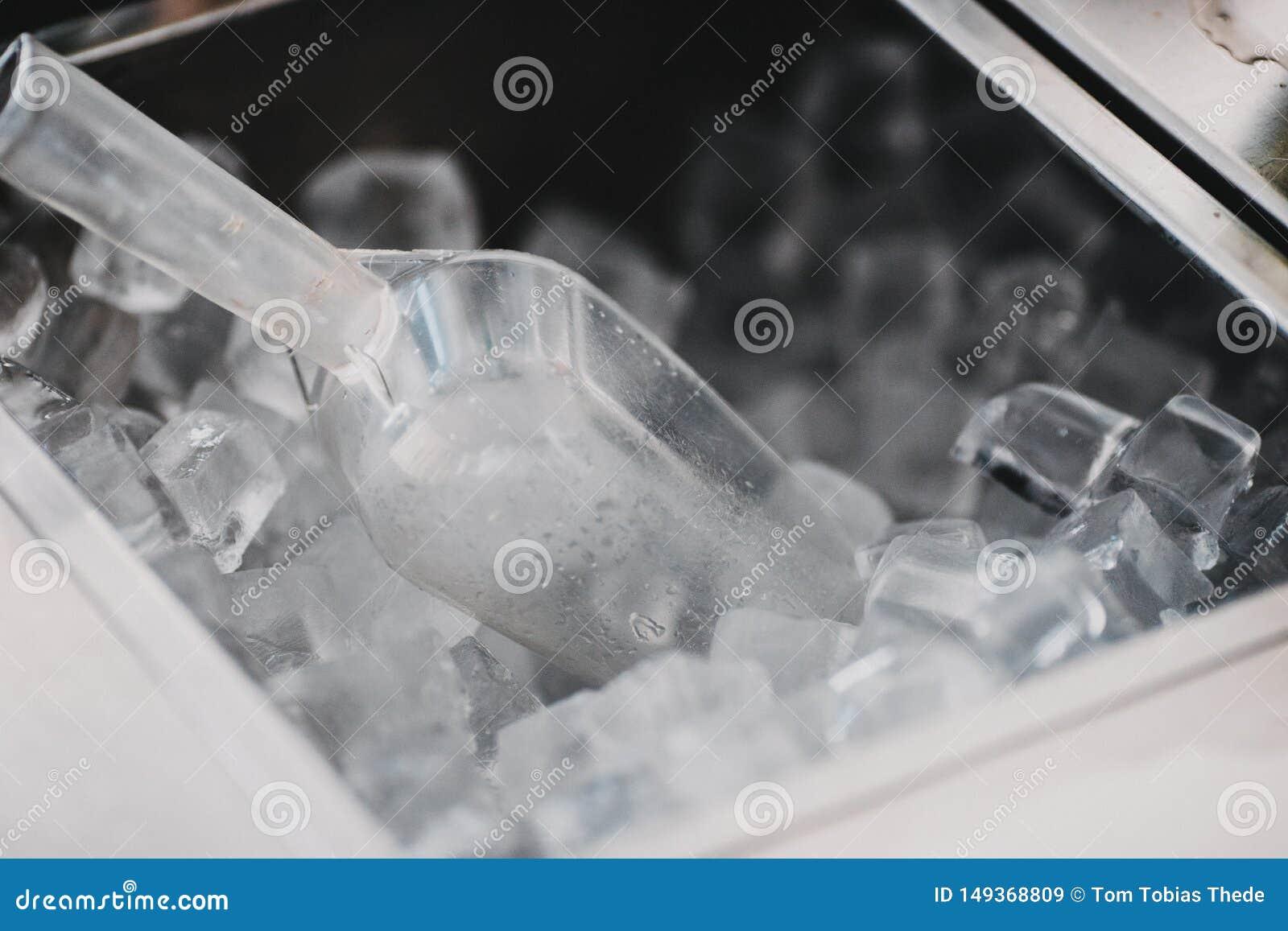 Eisw?rfel in einer Cocktailbar