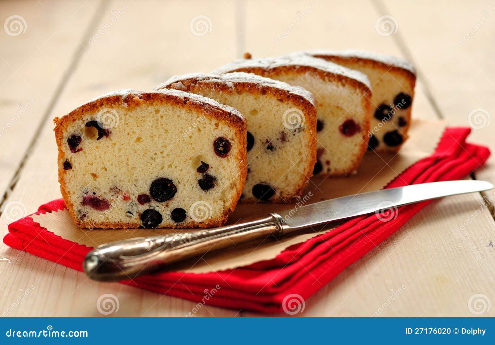 Eiweiss Kuchen Mit Beeren Stockfoto Bild Von Verrucktes 27176020