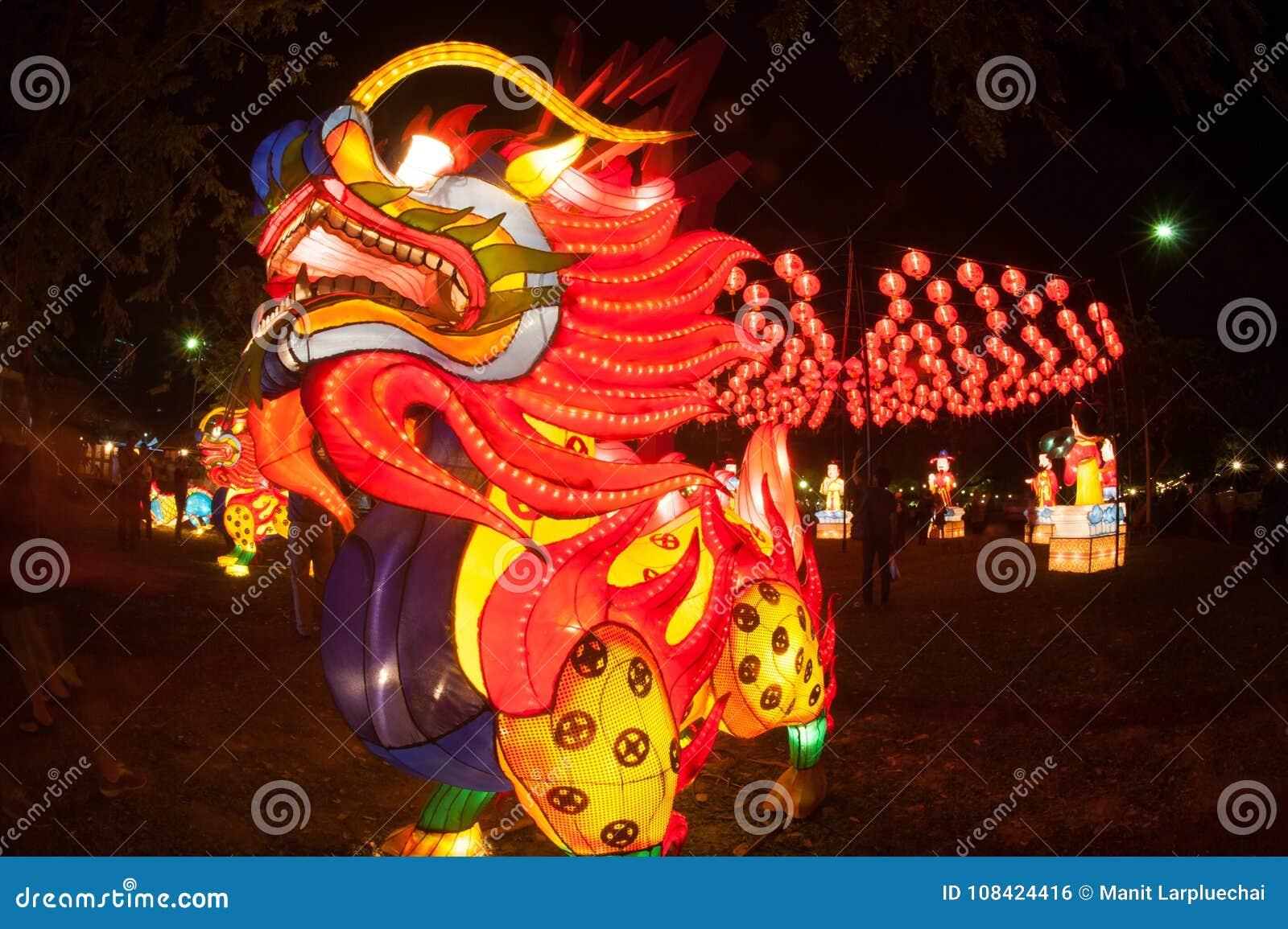 Ejecución Del Dragón Y De La Linterna Para La Celebración China Del ...