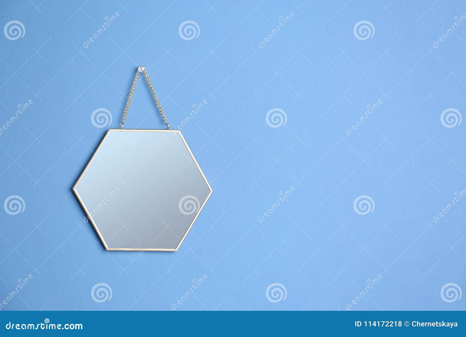 Ejecución del espejo en la pared