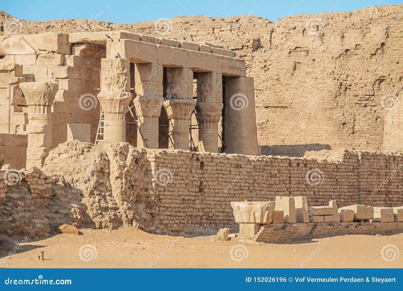 Ekskawacje stara Romańska ugoda przy Edfu