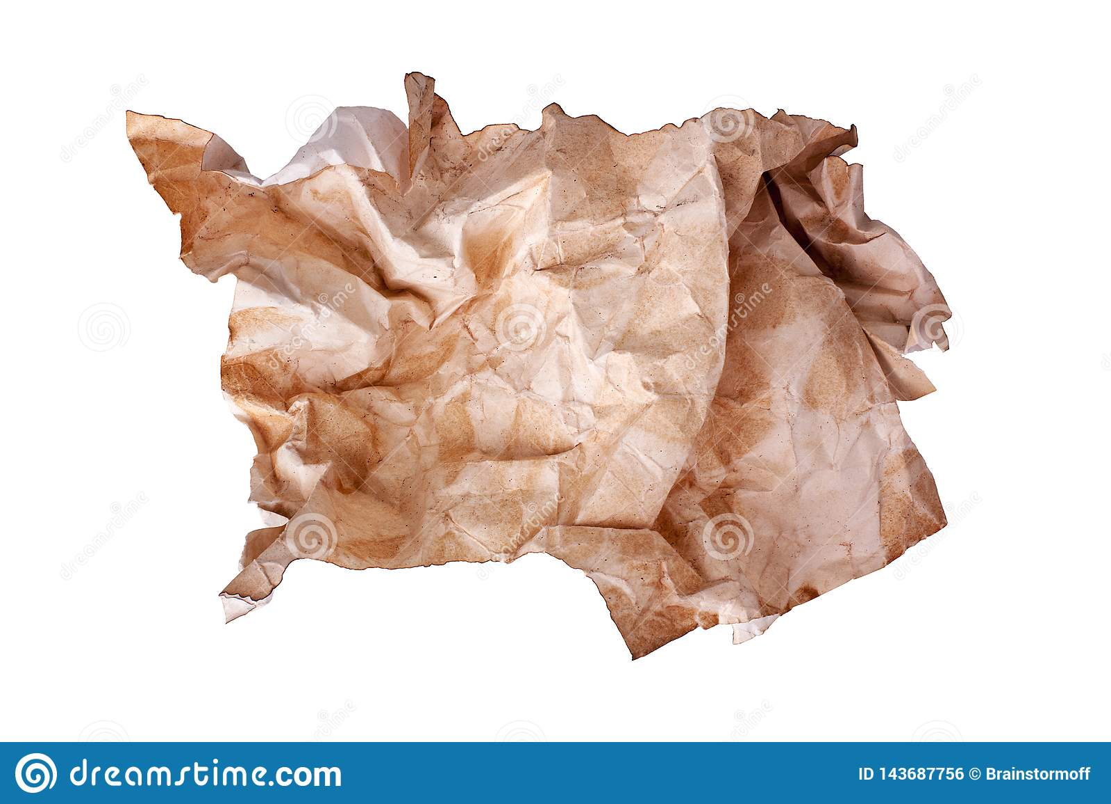 El ¡de Ð desgreñó la bola vieja del papel marrón en cierre aislado el fondo blanco para arriba, hoja de papel usada sucia arrugad