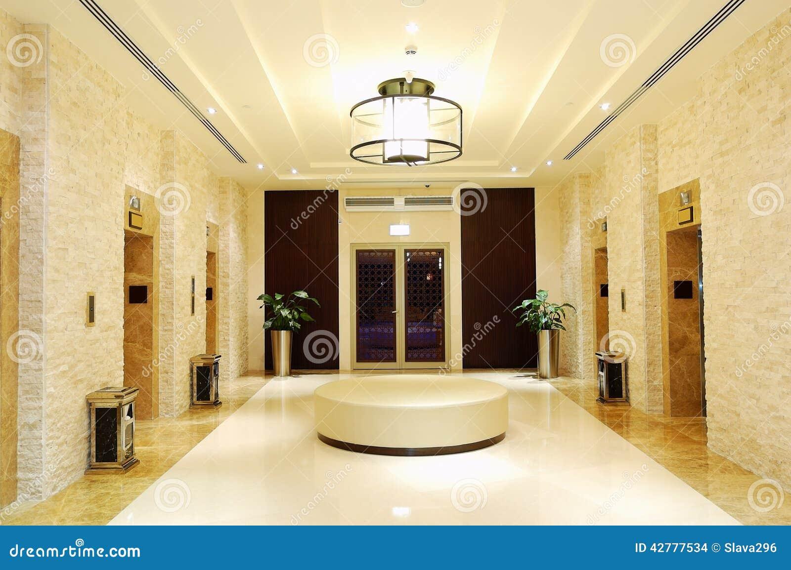 El rea de los elevadores en el hotel de lujo foto de - Hotel de lujo en granada ...