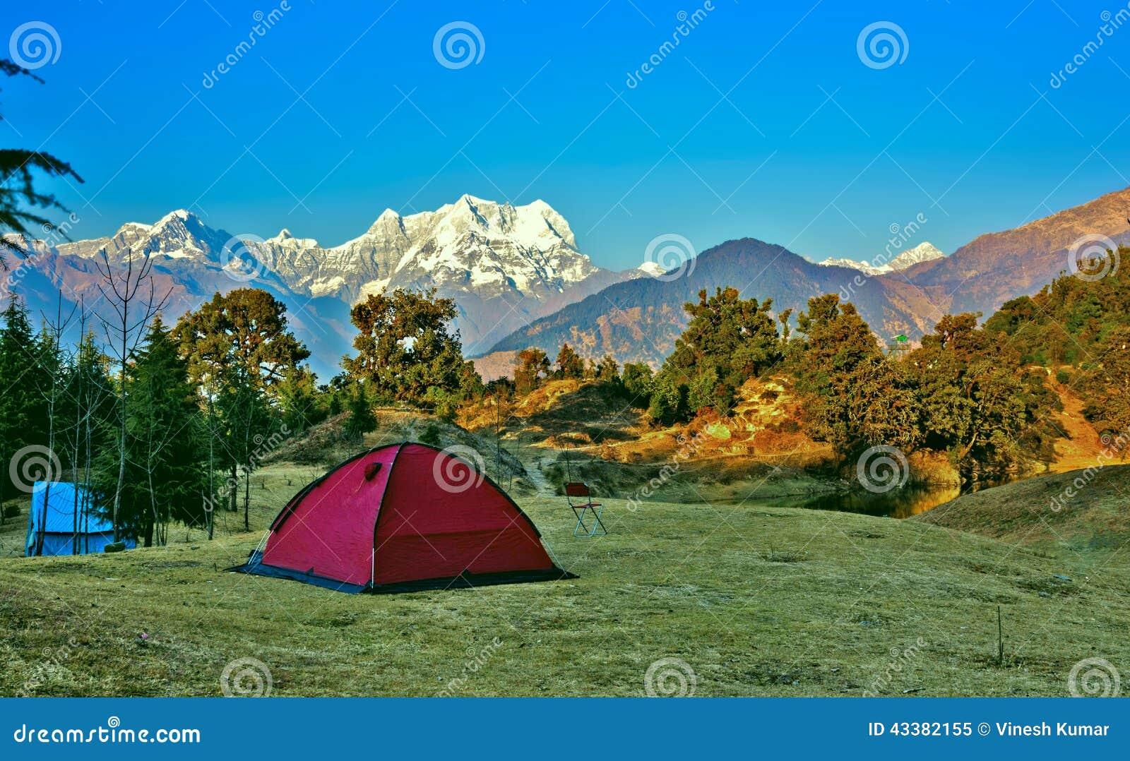 El acampar en Himalaya