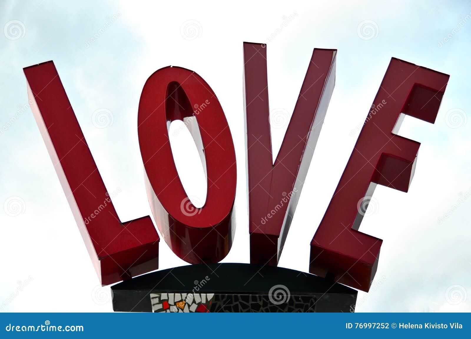 El amor de la palabra con las mayúsculas