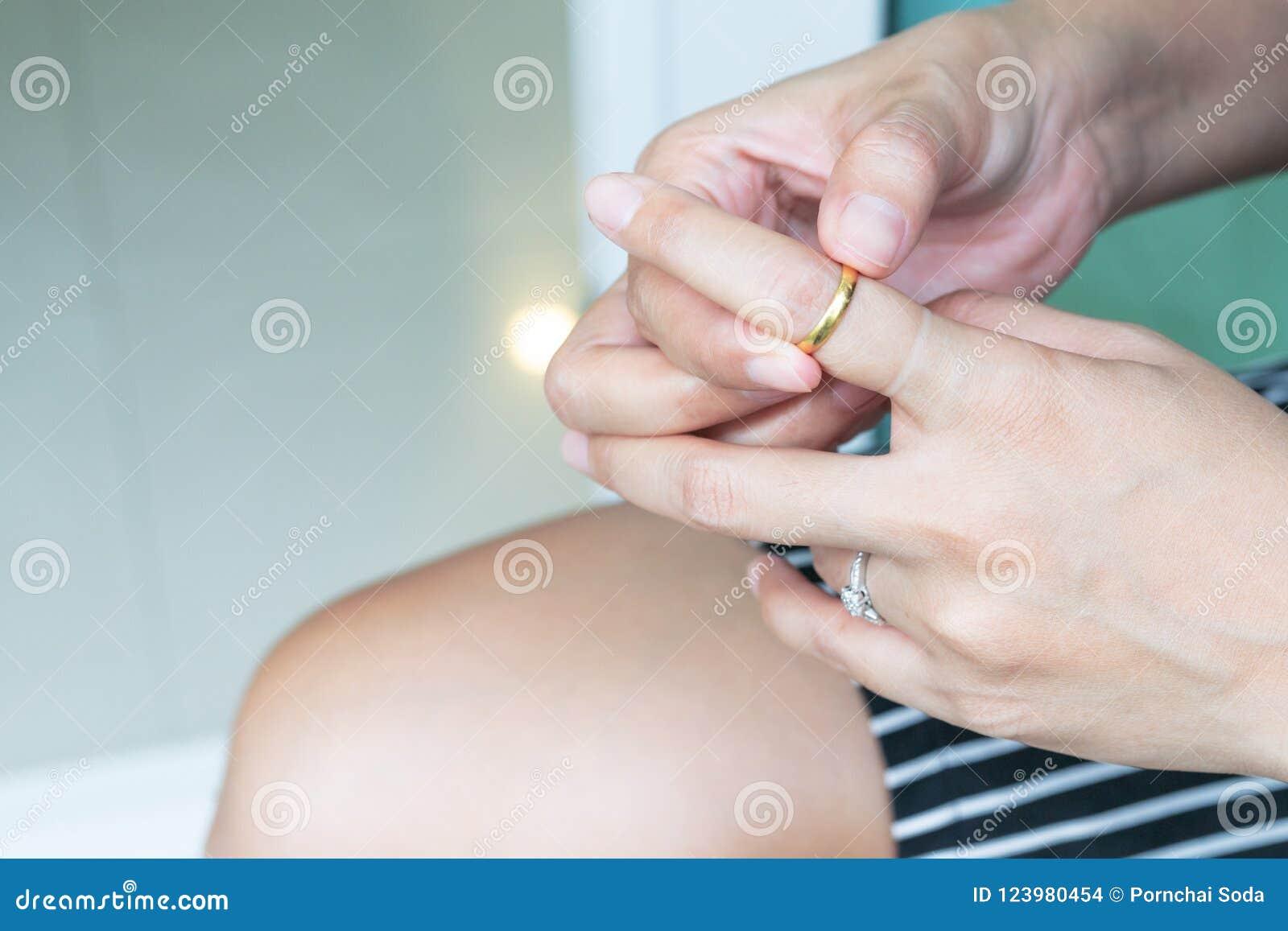 anillos de oro gordos
