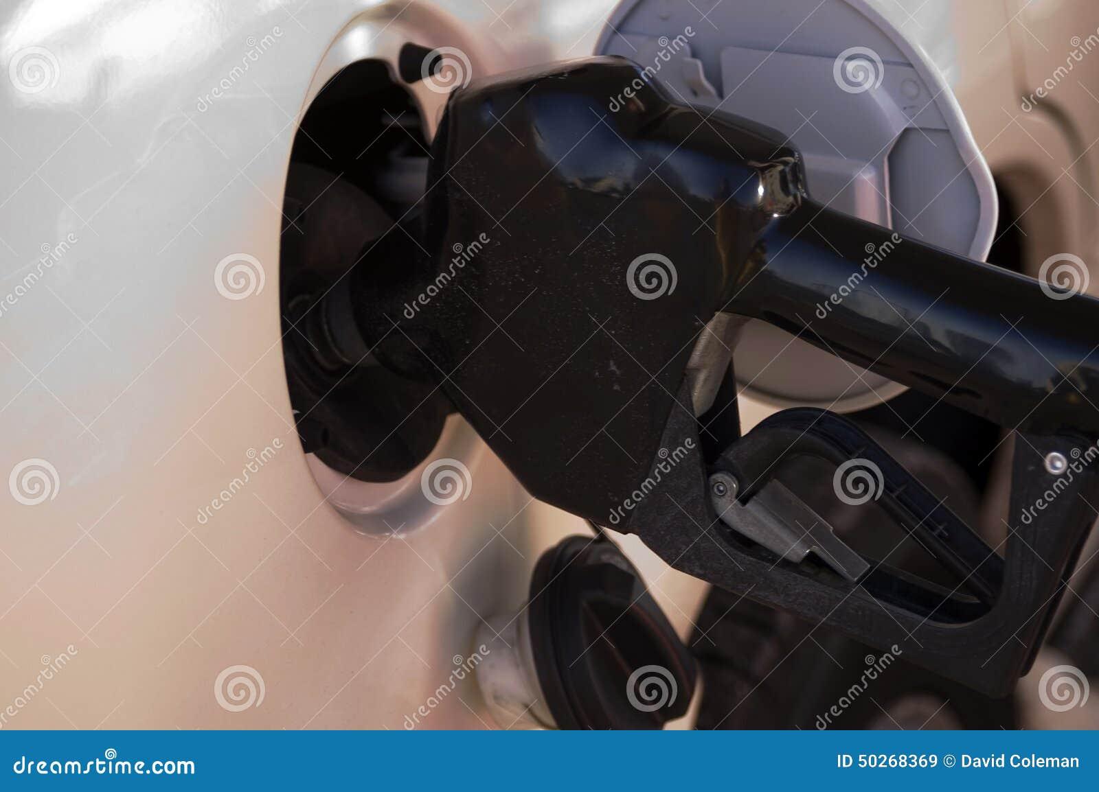 El aprovisionar de combustible del vehículo