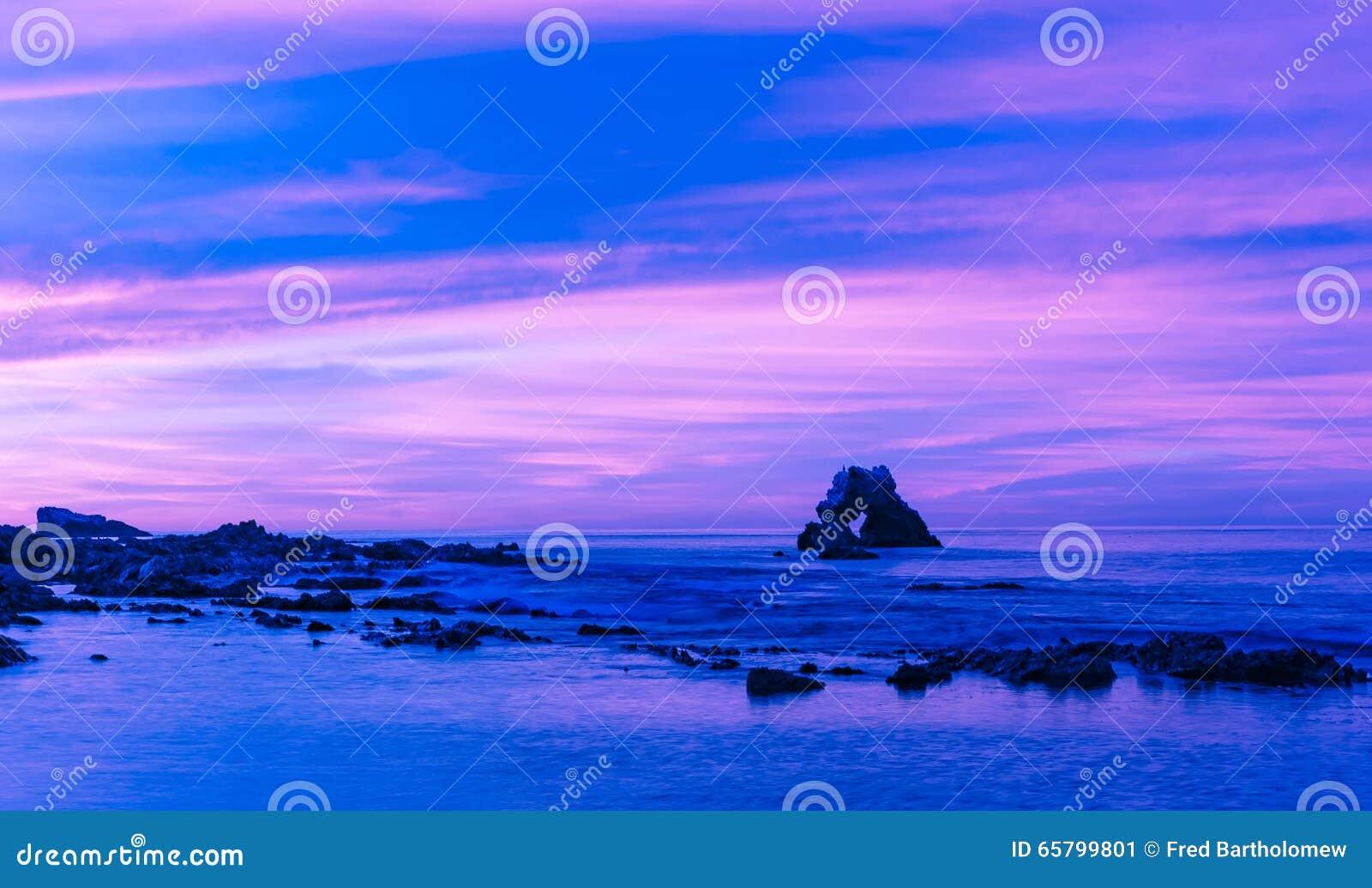 El arco en Corona Del Mar Beach, California