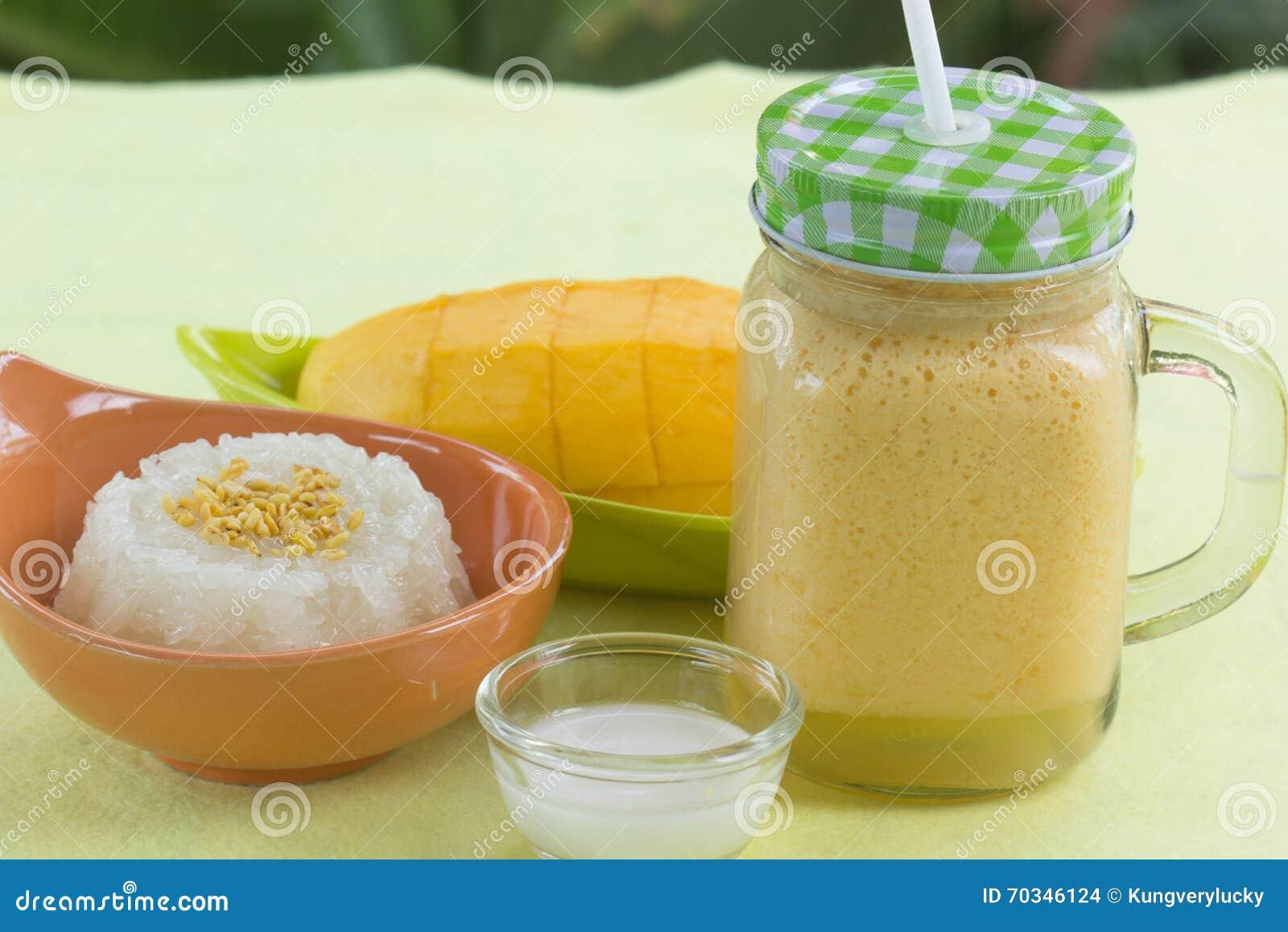 El Arroz Pegajoso Cocinó Con Leche De Coco Y El Mango Y El Postre Del  Estilo De /Thai De Los Smoothies