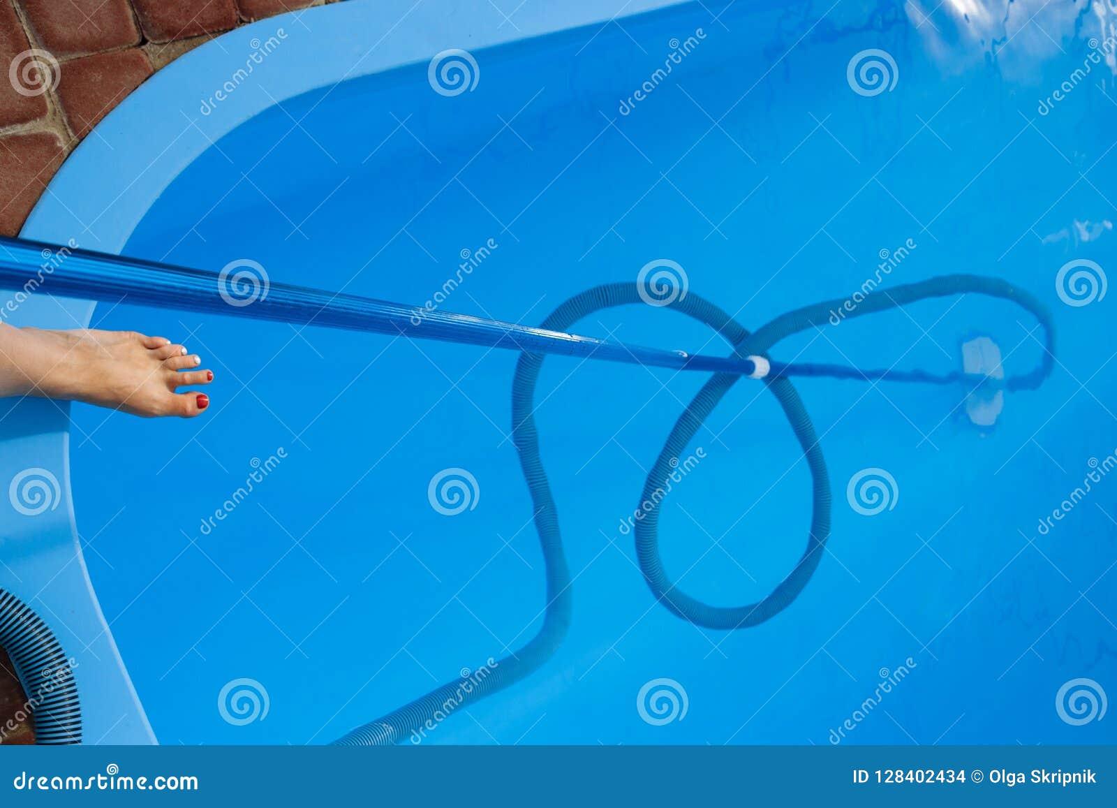 El aspirador para la piscina, limpia y cuida para la parte inferior de la piscina recoja, absorba la basura y la suciedad toma au