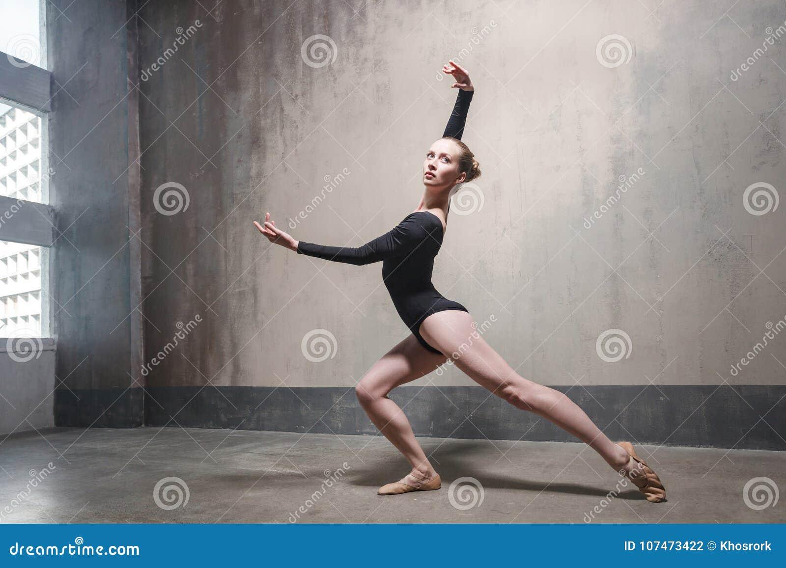 El bailarín profesional disfruta de la danza