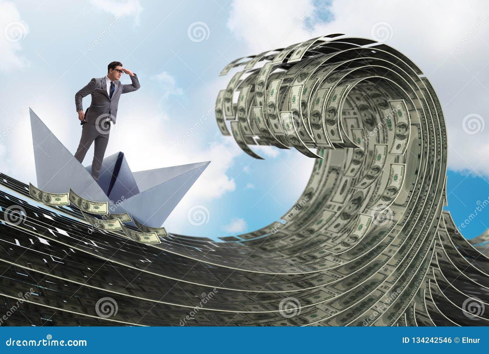 El barco del papel del hombre de negocios que monta en el mar del dólar