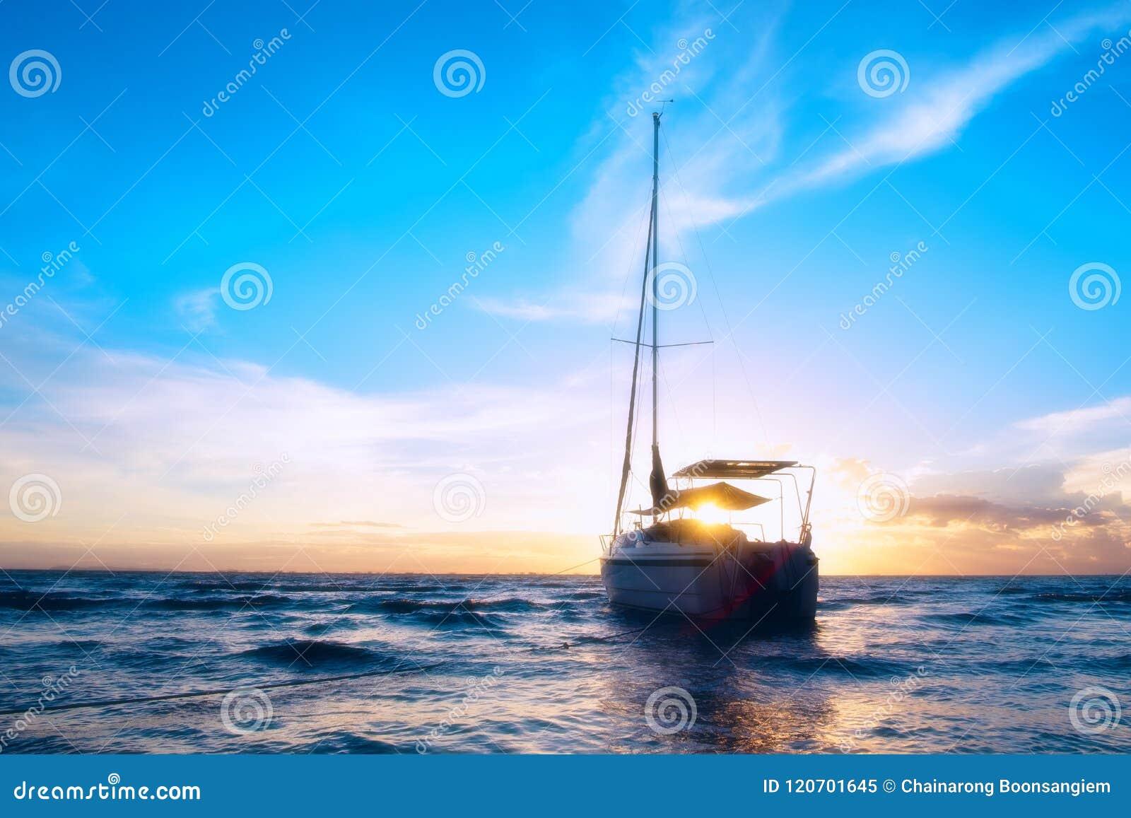 El barco en el mar