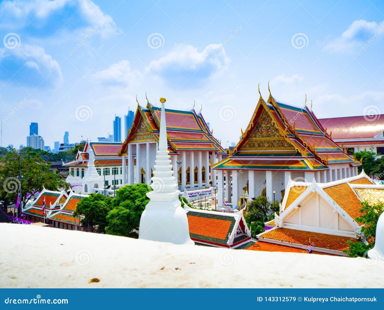 El blanco del templo de Prayun es hermoso