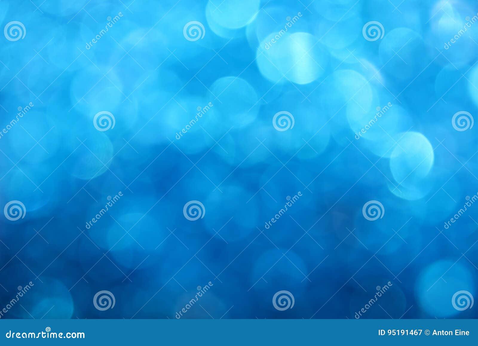 El bokeh azul del invierno enciende el fondo abstracto