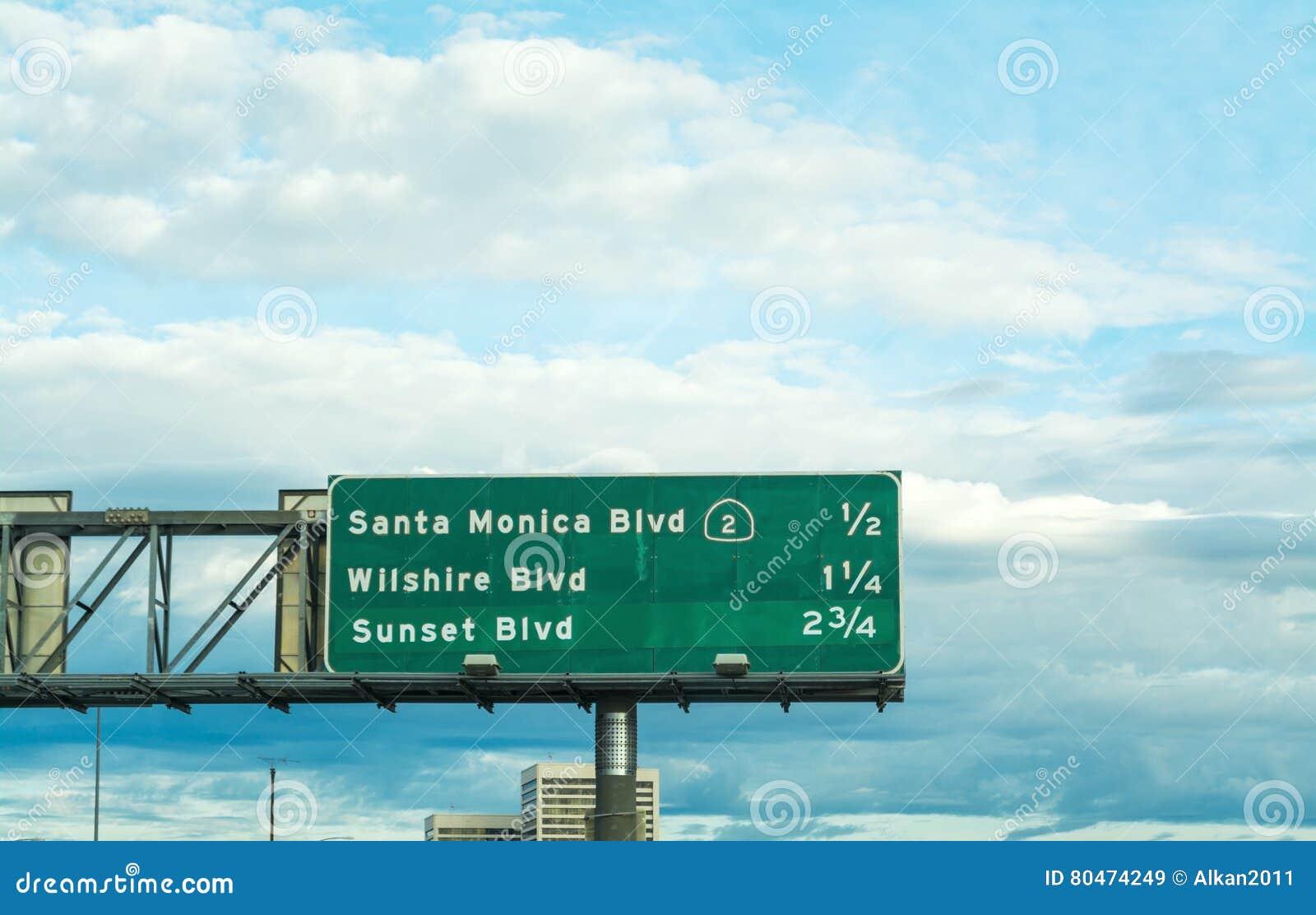 El bulevar de Santa Monica firma adentro una autopista sin peaje de Los Ángeles