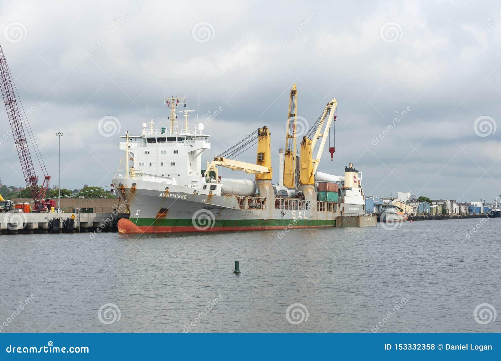 El buque de carga Annemieke atracó en Marine Commerce Terminal en New Bedford