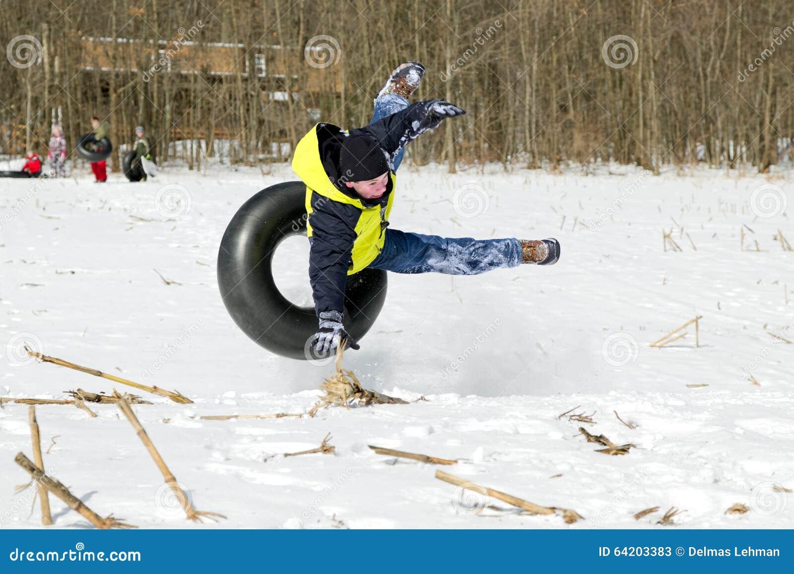 El caer apagado tubo de la nieve