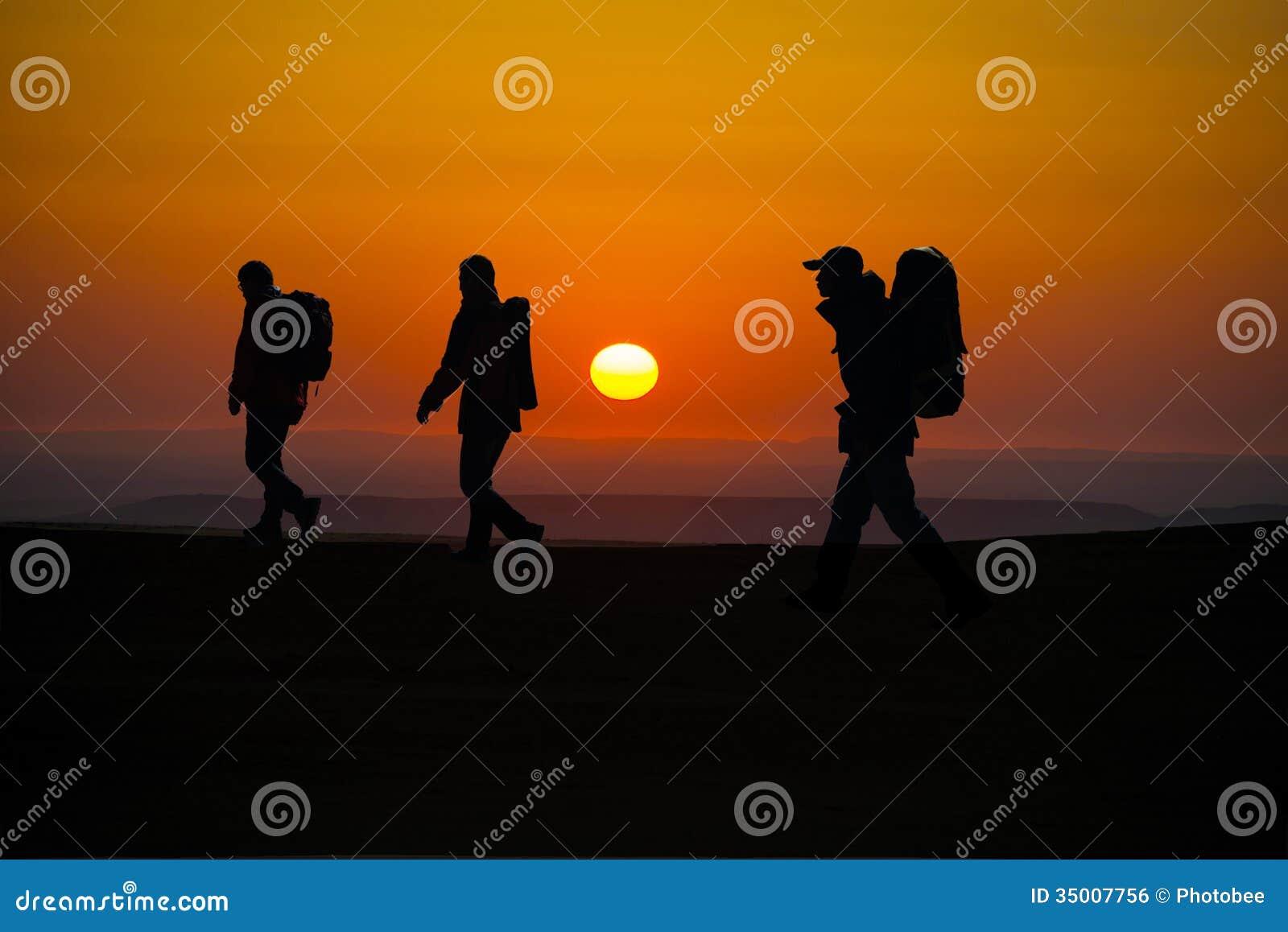 El caminar en los caminantes del sunglow