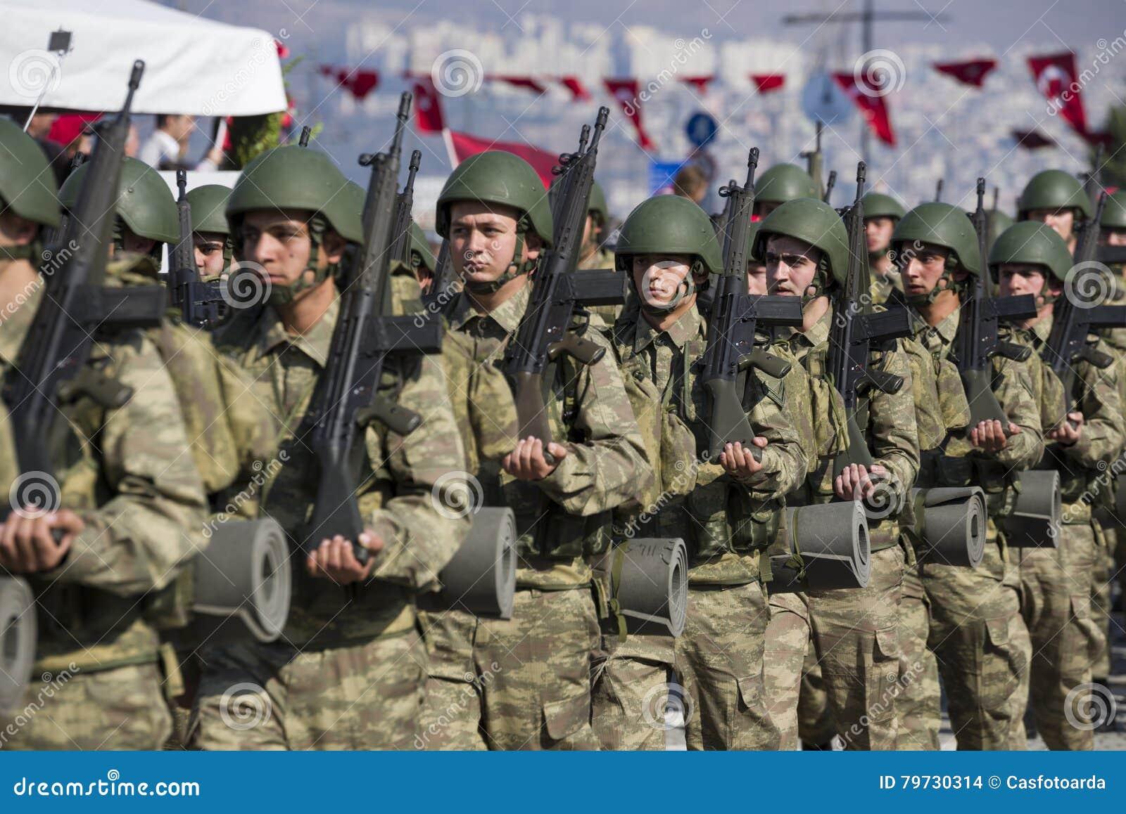 El caminar turco de los soldados