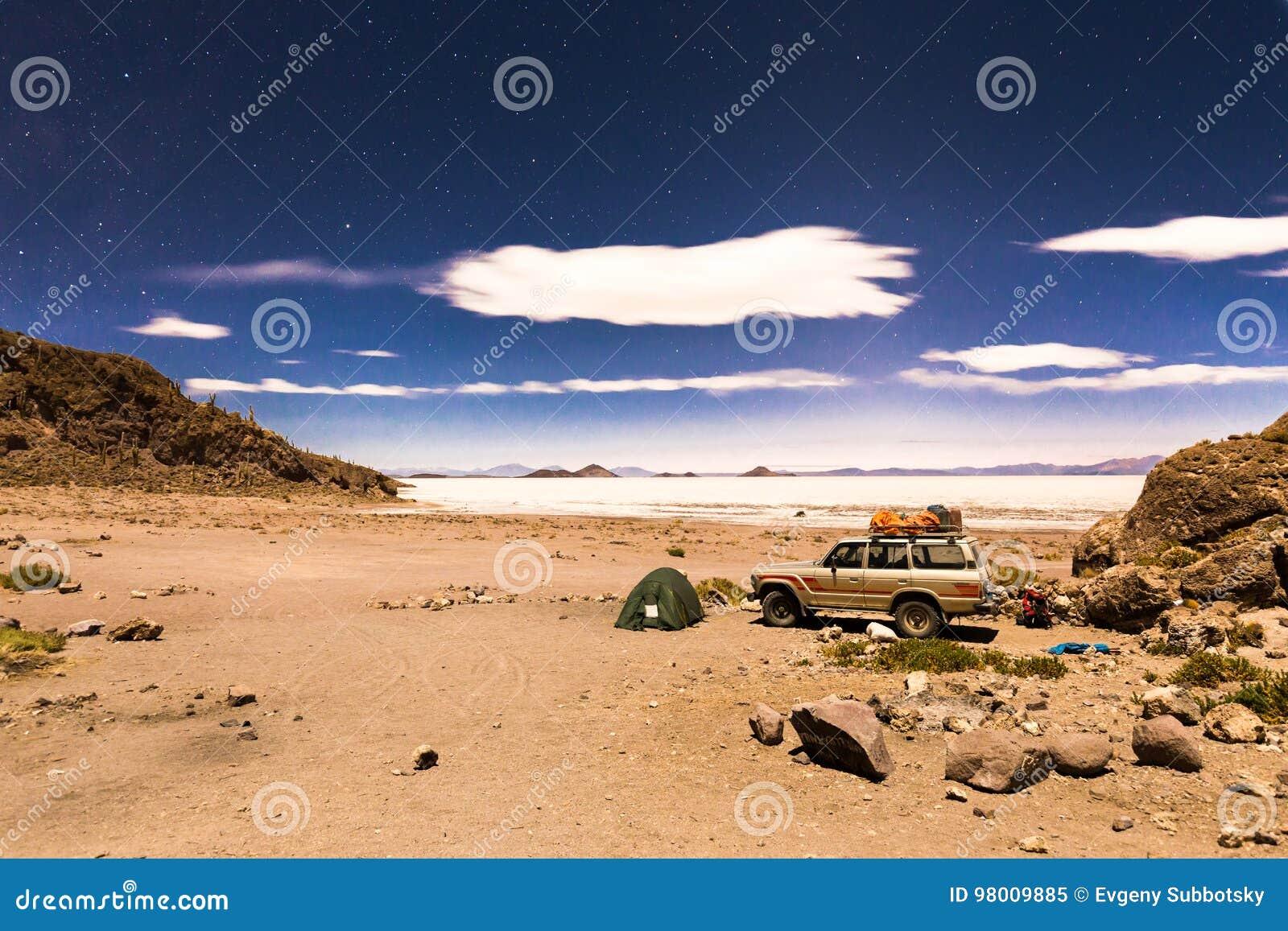 El campo de la noche protagoniza el desierto Bolivia de la sal de Salar De Uyuni