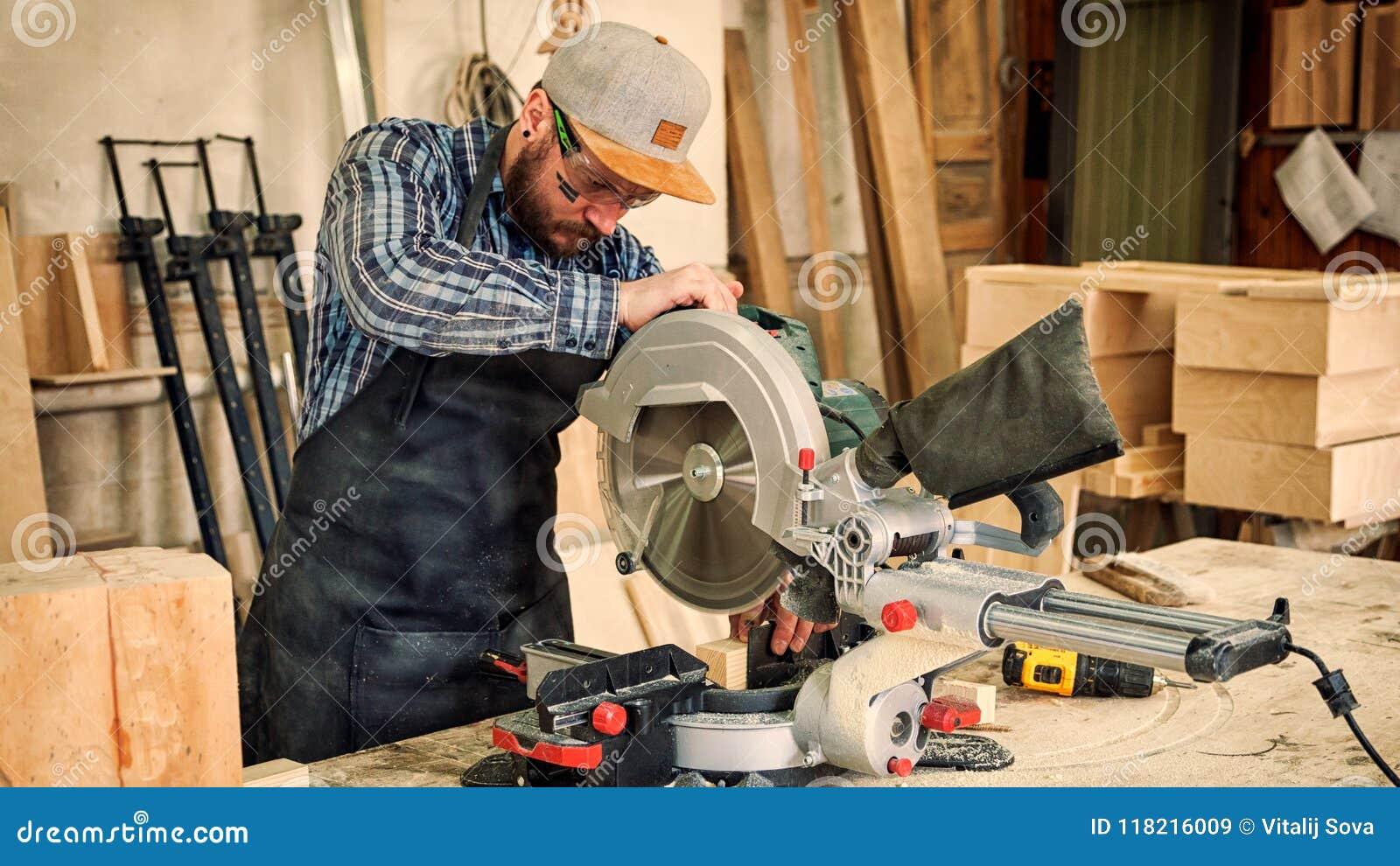 El carpintero experimentado vio