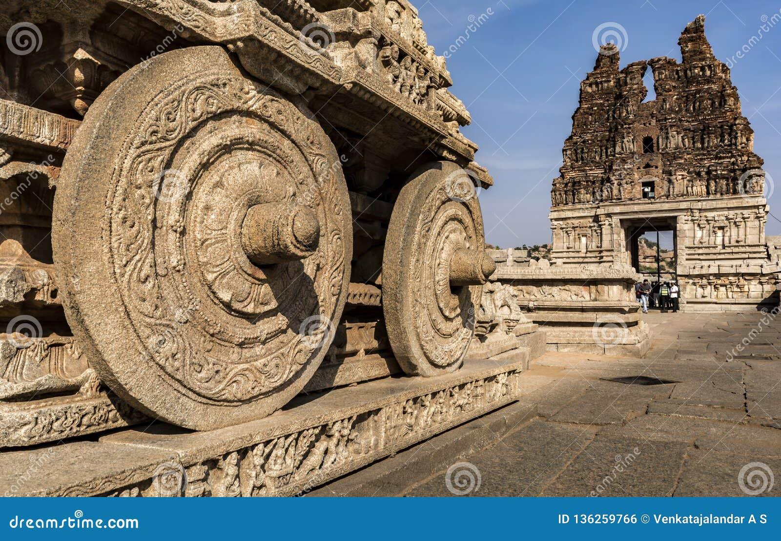 El carro de piedra rueda - el templo Hampi de Vtittala