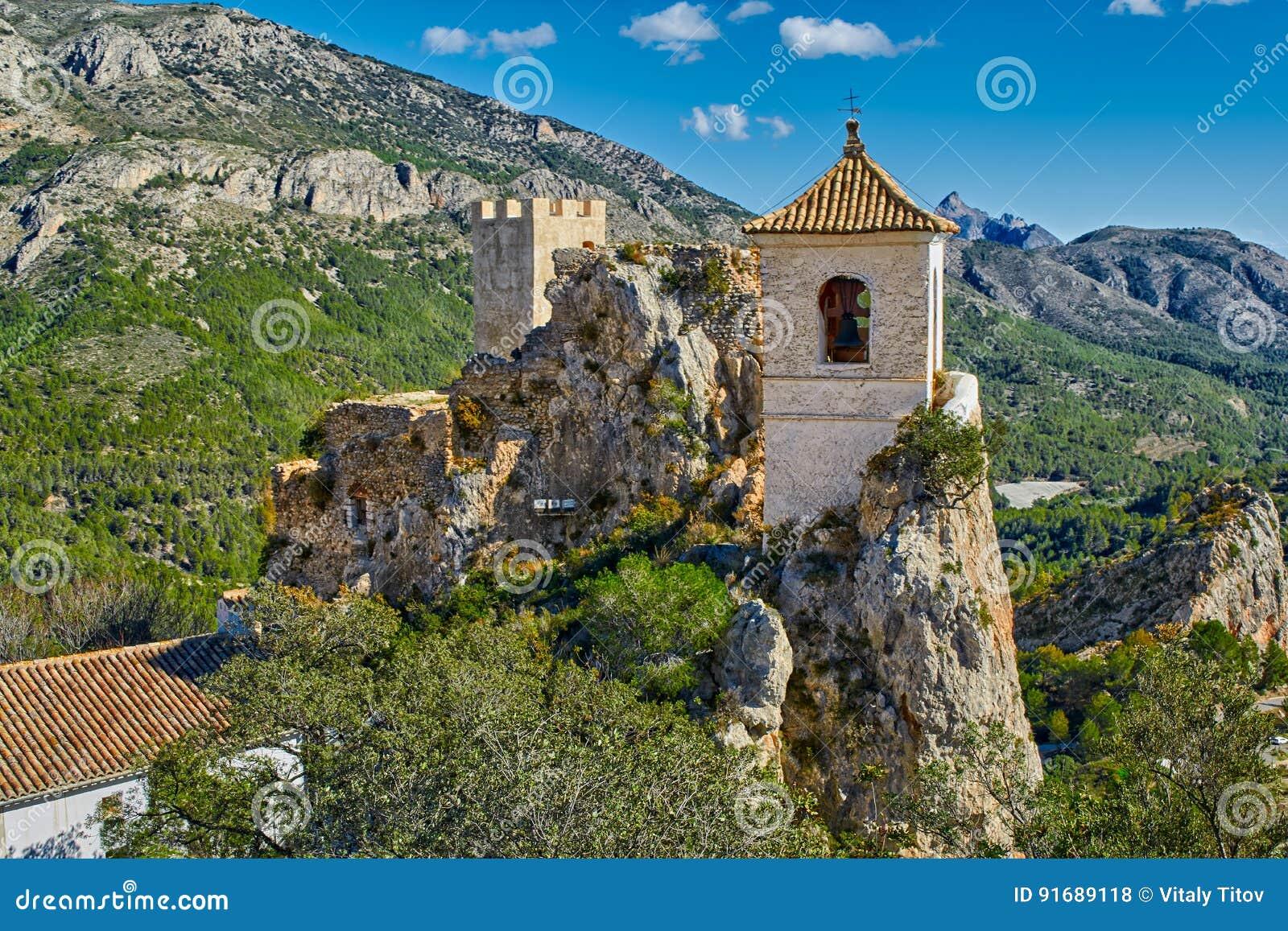 El castell de guadalest in alicante spagna del castello di guadalest fotografia stock - Stock uno alicante ...