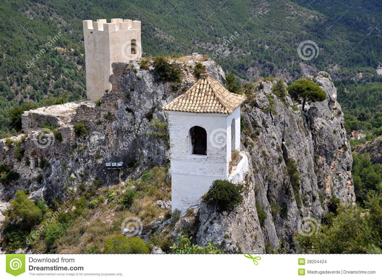 castell muslim Photographs of spanish castles the alhambra's islamic palaces were built for the last muslim emirs in spain and its court of the nasrid castell de cardona.