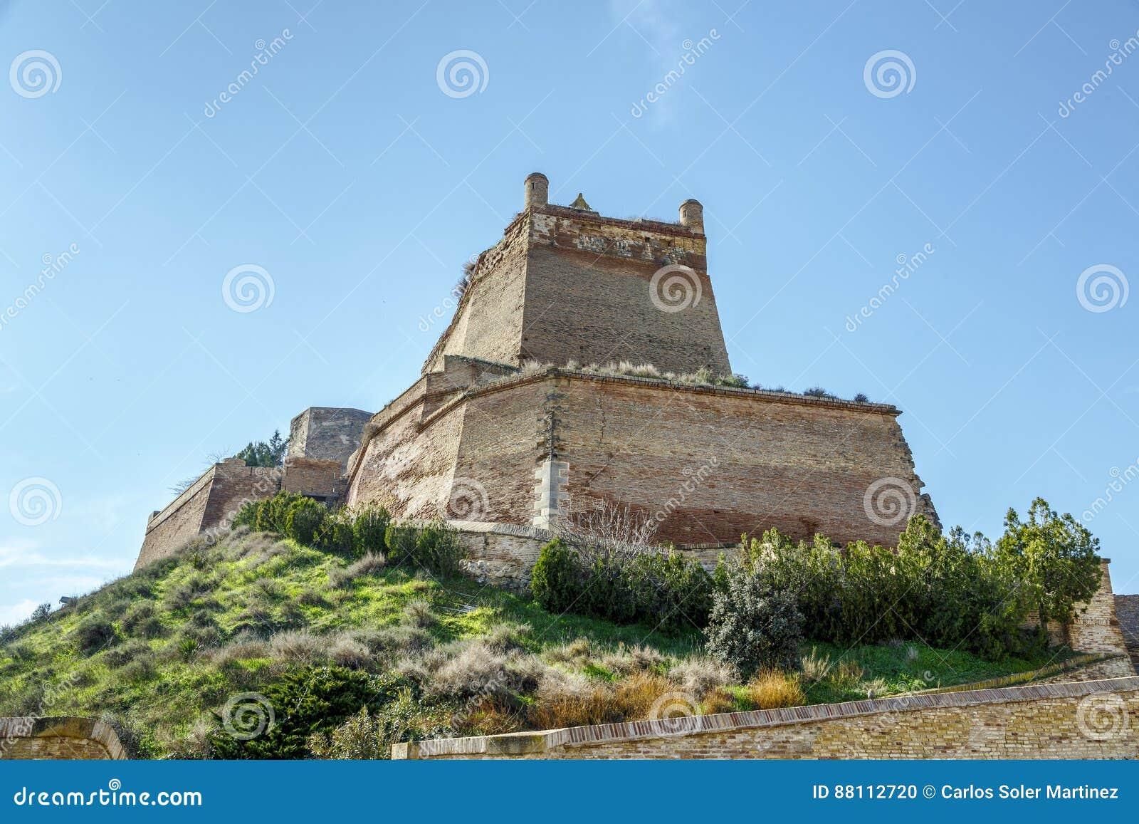 El castillo de Templar de Monzon Del origen árabe Huesca del siglo X España