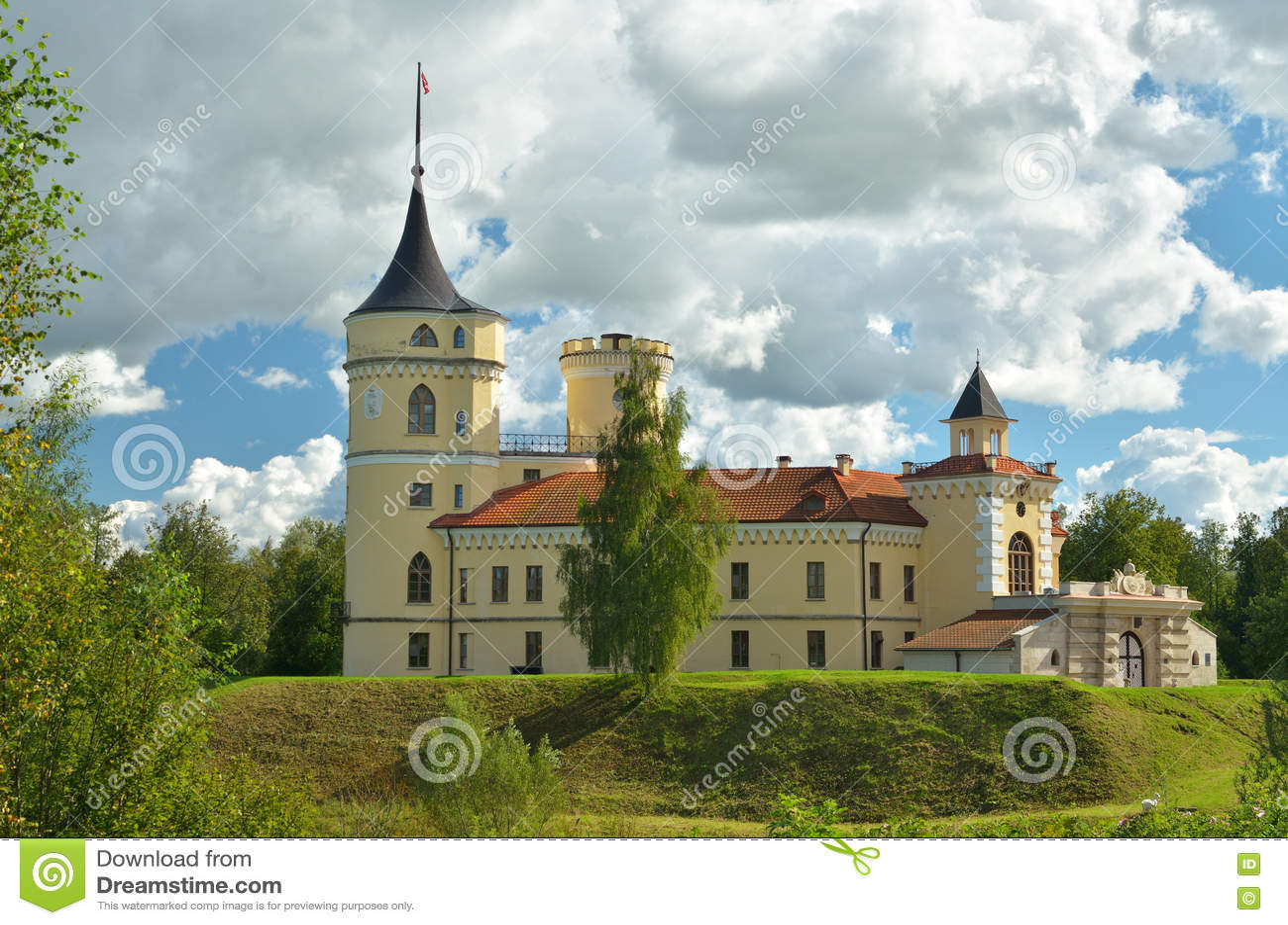El castillo se coloca en una colina