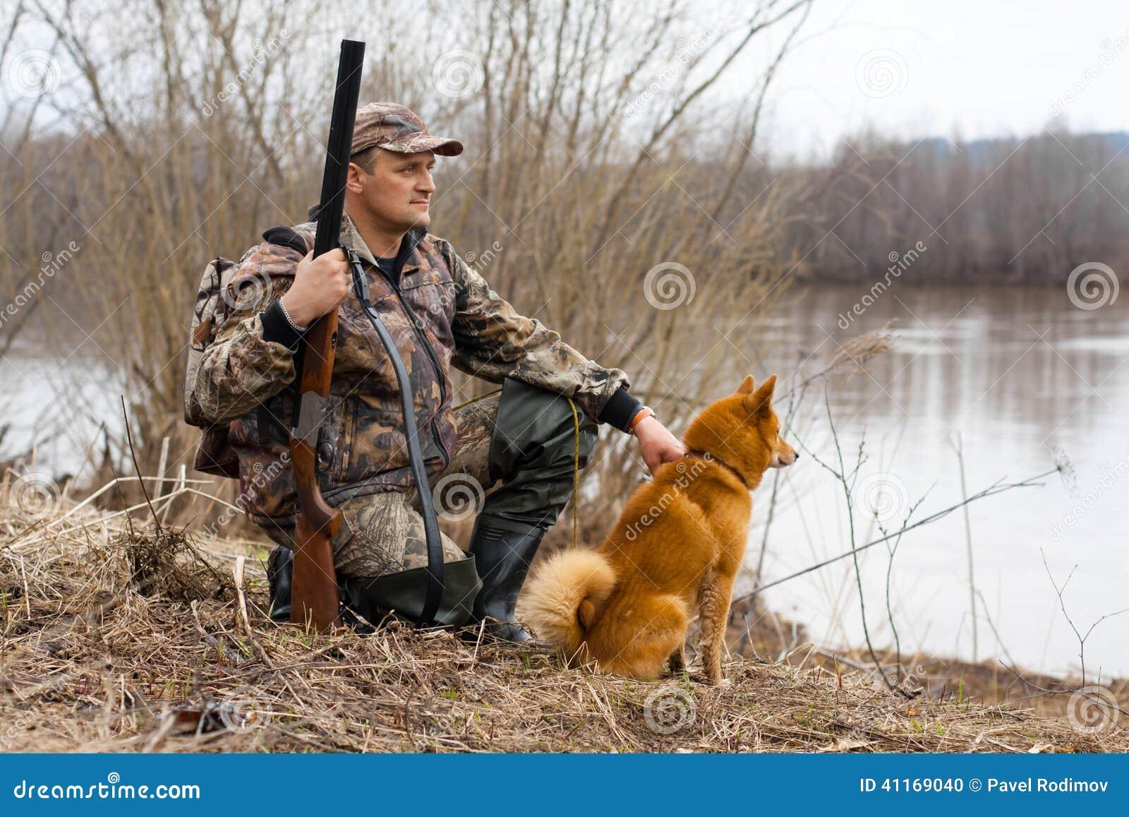 El cazador en la orilla