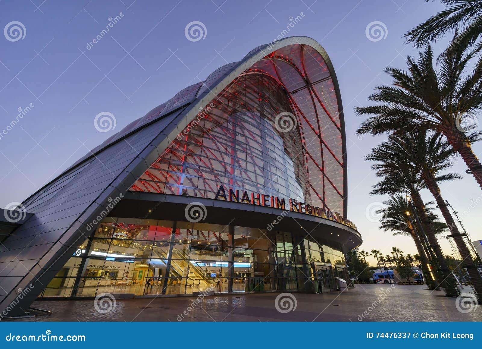 El centro intermodal regional hermoso del tránsito de Anaheim