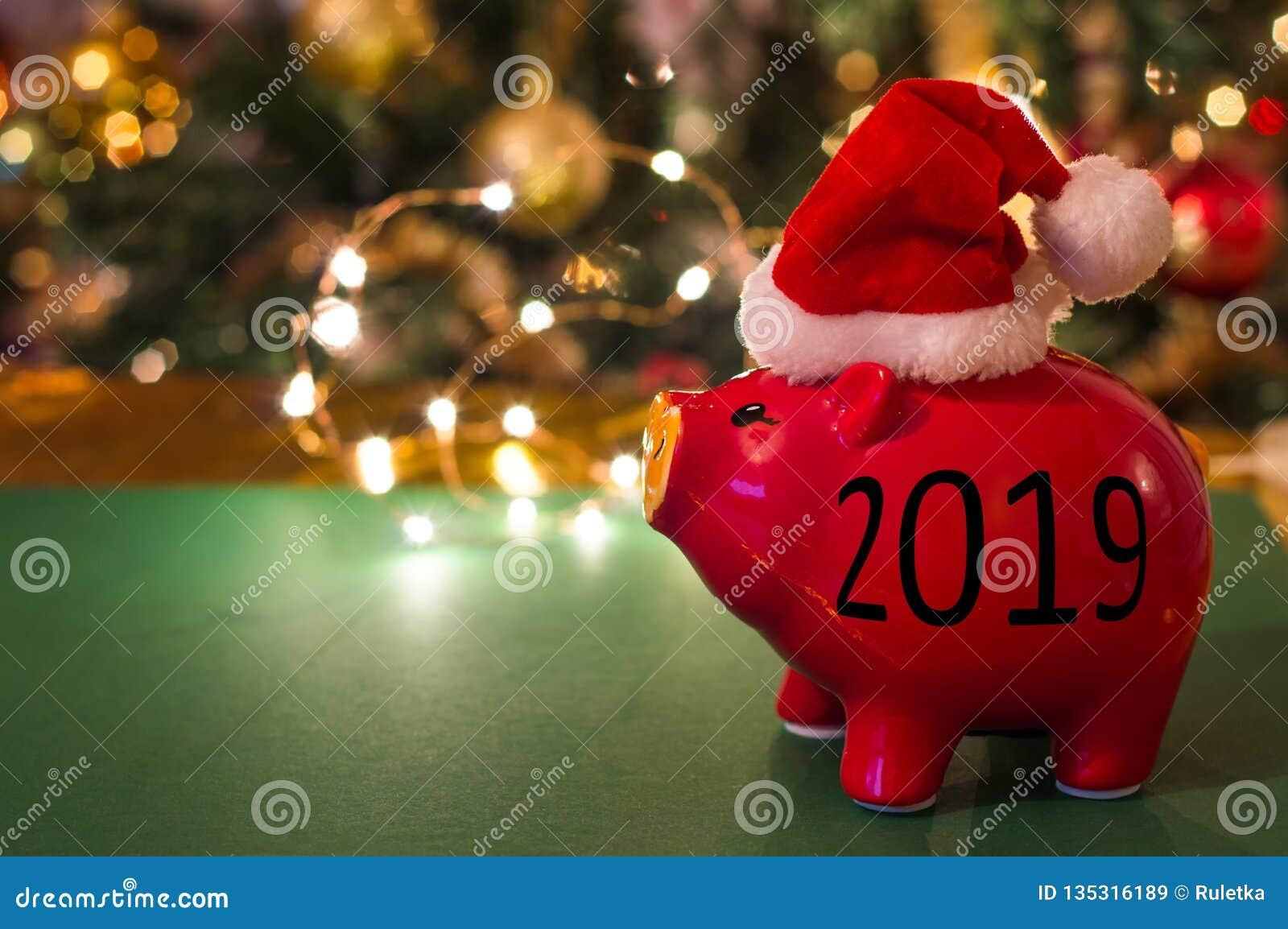 El cerdo es símbolo del año 2019 Invitación del Año Nuevo La Feliz Año Nuevo y casa la Navidad