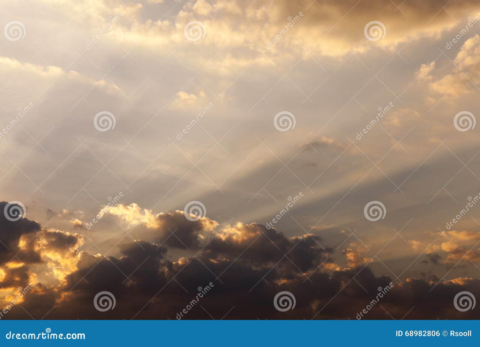El cielo durante puesta del sol