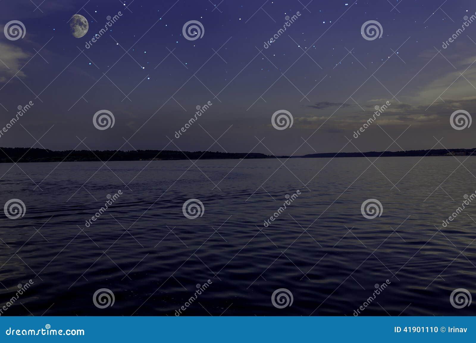 El cielo protagoniza el río de la luna