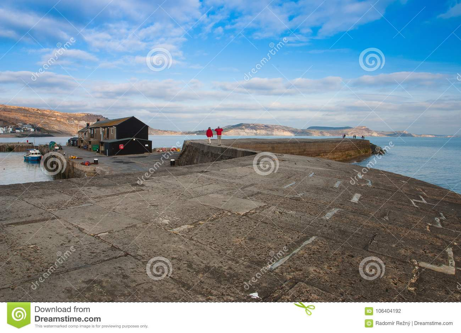 El cobb famoso en Lyme Regis, Inglaterra